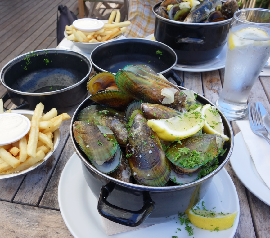 Green lipped mussels at De Post Belgian Cafe