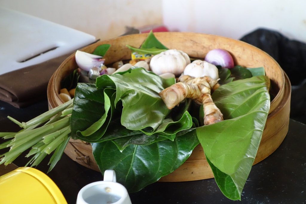 Staple ingredients: garlic, shallot, galangal, turmeric, lemon grass, ngor leaves, kaffir lime leaves