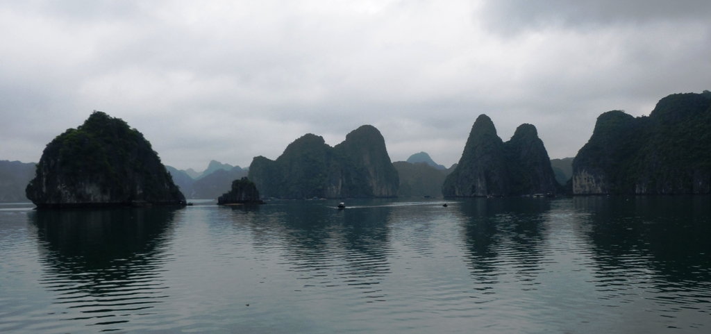 The descending dragon - Lan Ha Bay